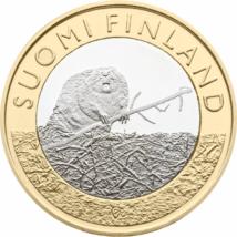 // 5 euro, Fauna şi flora Finlandei pe monede de 5 euro, cupru, nichel, Finlanda, 2015 // Majoritatea emisiunilor comemorative finlandeze prezintă natura, flora şi fauna ţării. Finlandezii consideră, că cea mai importantă comoară este natura, deoarece rep