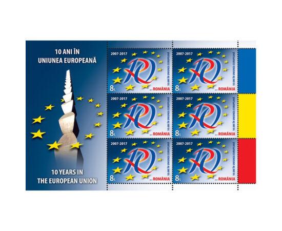 // 6x8 lei, România, 2017 // - La 1 ianuarie 2017, România a sărbătorit primul deceniu în UE. Minicoala de 6 timbre cu manşetă ilustrată, marchează sărbătoarea aderării României, ilustrând pe timbru logo-ul marelui eveniment.
