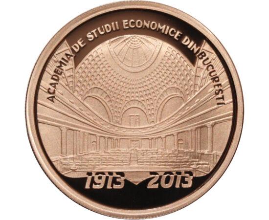 // 1 leu, România, 2013 // - Fondată în anul 1913 de Regele Carol I, Academia de Studii Economice din Bucureşti - abreviat ASE Bucureşti - este cea mai importantă instituţie de învăţământ superior cu profil economic din România. Moneda din tombac serbează