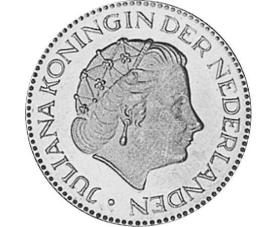 // 1 gulden, Olanda, 1967-1980 // - Datorită activităţilor caritabile, stilului ei simplu şi direct, Regina Juliana a Ţărilor de Jos, a fost iubită şi respectată de popor. Această monedă a fost emisă şi din argint, dar din anul 1967 a fost înlocuit cu nic