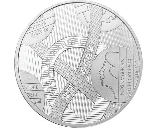 // 5 euro, argint de 925/1000, Olanda, 2009 // - Moneda emisă de monetăria olandeză, este decorată cu un simbol interesant şi expresiv. Cu acestă monedă de 5 euro de argint a fost sărbătorită cooperarea comercială între cele două mari puteri maritime, Jap