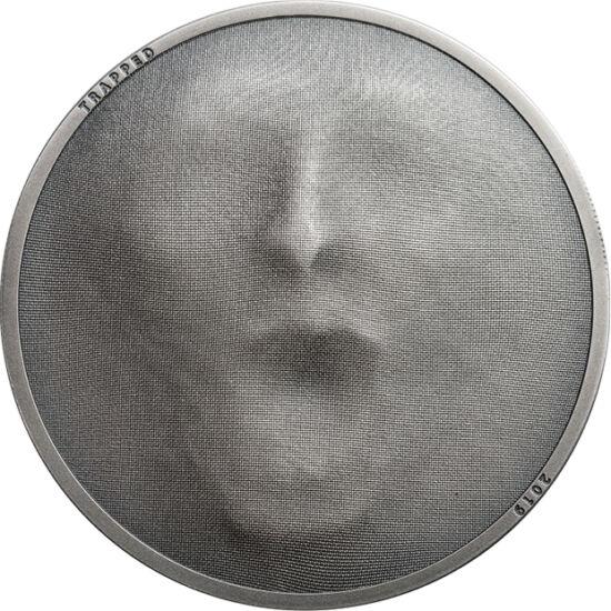 // 5 dolari, argint de 999/1000, Insulele Cook, 2019 // - Designerii monedei au profitat de tehnicile monetare moderne. Microstructura cu textura ţesăturii este redată în mod fidel, fiind accentuată de faţa umană ascunsă după acest motiv. Ne şi sperie, da