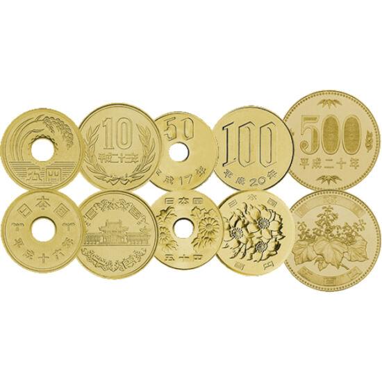 // 5, 10, 50, 100, 500 yen, Japonia, ND // - Setul de monetărie din Japonia străluceşte acum în lumina soarelui răsare, în aur. Pe monede apar motivele şintoiste, cele ale templelor şi ale florilor. Apare şi crizantema, simbolul Japoniei din stema imperia