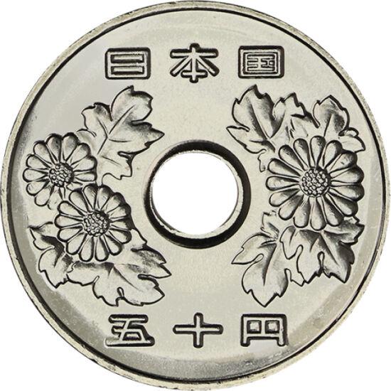 // 50 yeni, Japonia, 1967-1988 // - Piloţii kamikaze au zburat spre moarte din loialitate pentru împăratul venerat ca un zeu, Hirohito. Urcarea pe tron a împăratului înseamnă începutul unei noi ere. Monedele de 50 şi 100 de yeni sunt ultimele monede în ci